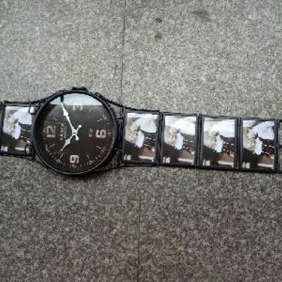 """Часы настенные """"РУЧНЫЕ""""  металл, черные, размер 25*100, D 24 cm. 5фото 10*15см."""